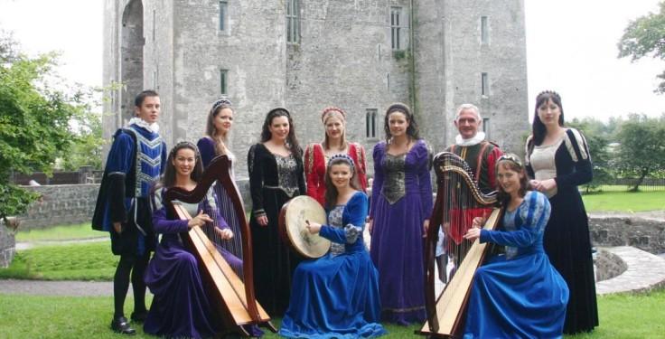Bunratty-Castle-performers-mnq6we3o2bkhkuem9d2norl5ozzj7i5jm4naau4y0g.jpg